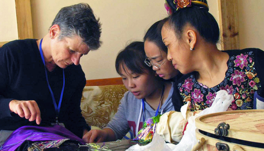 Training for ethnic Miao artisans_0
